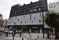 蒲田駅西口の広場前