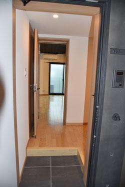 玄関ドアを開けると…