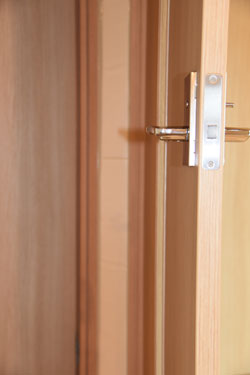 防音ドア 鉛入りの特注品とのこと 重いです