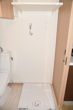 トイレの横に洗濯機置き場